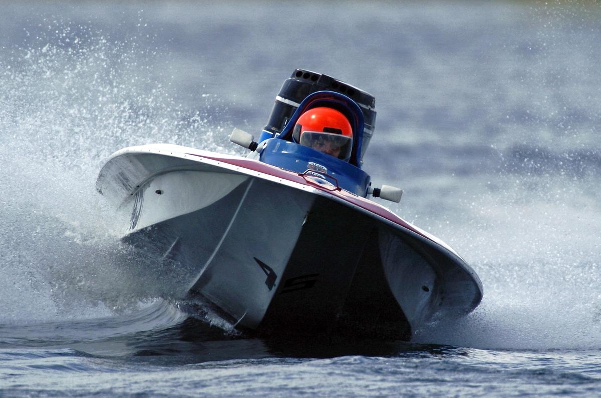 V-Bottom Boat Racing
