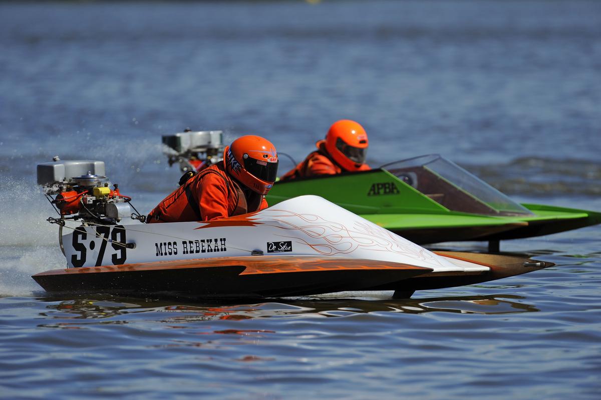 Outboard Boat Race